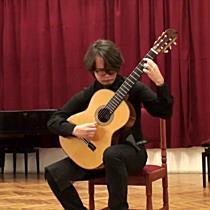 Szabolcs Online - Tokárszky Máté játszik gitáron