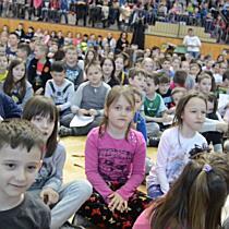 Ezer gyerek együtt énekelt - szon.hu