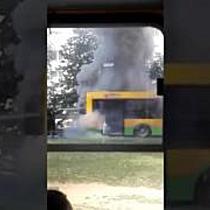 Kigyulladt egy busz Nyíregyházán - szon.hu