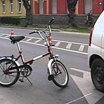 Autó elé tekert a kerékpáros Kisvárdán - szon.hu