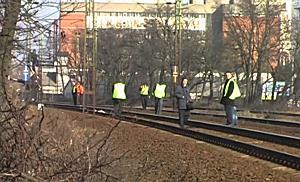 Halál a síneken - InterCity elé ugrott egy férfi  - szon.hu