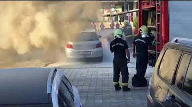 Kigyulladt egy autó Nyíregyháza belvárosában - szon.hu