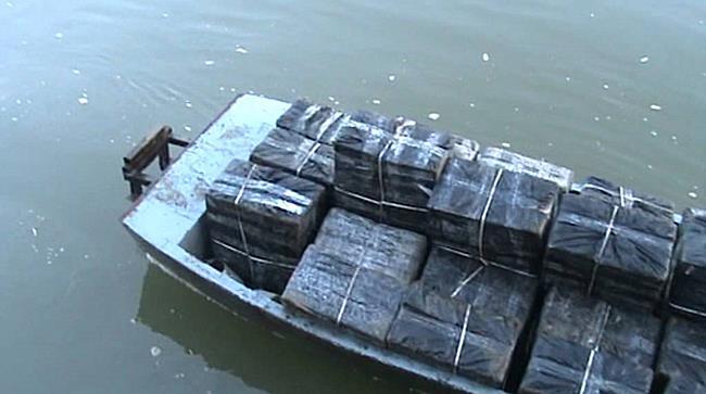 NAV videó - Lövés állította meg a cigi csempészeket - szon.hu