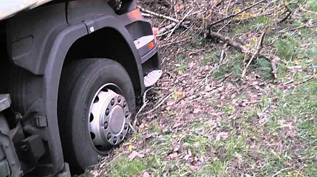 Élve szállt ki a sofőr ebből a kamionból - szon.hu