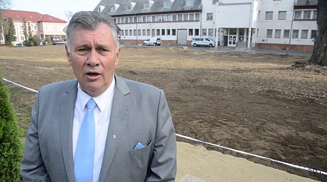 Lerakták a parkolóház alapkövét I. - szon.hu
