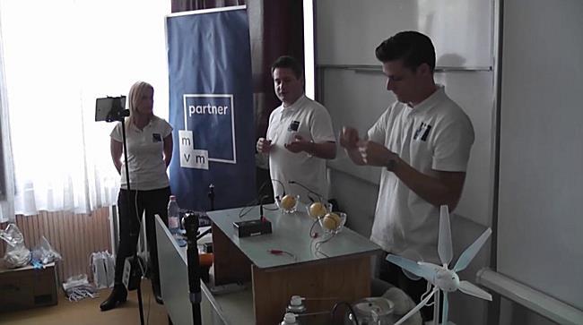 Fizikai kísérlet a nyíregyházi Gárdonyi Géza tagintézményben - szon.hu
