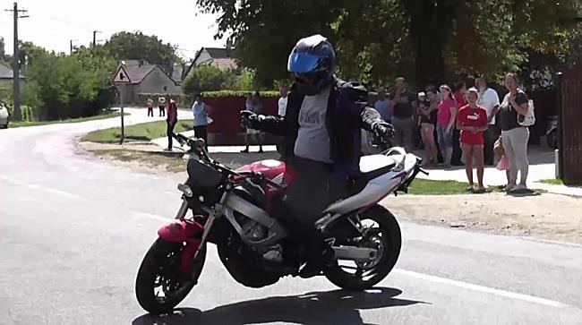 Motoros bemutató Petneházán - szon.hu